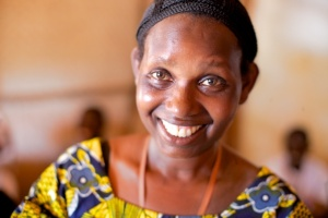 Membre de l'association de théâtre de rue de Gatumba